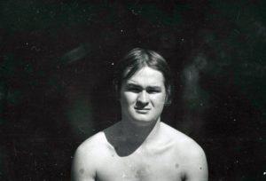 """Jaan Klõšeiko. Leonhard Lapin ajakiri """"Noorus"""" suvepäevadel 1969. Eesti Kunstimuuseumi fotokogu FK 355:8"""